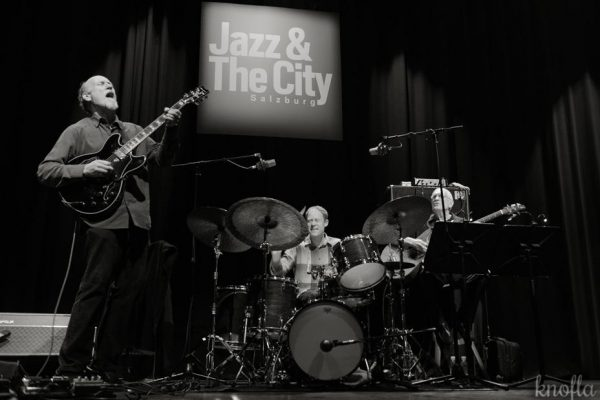 3JohnScofieldTrio_together